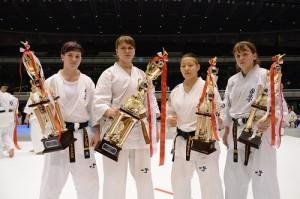 2015世界女子大会入賞者。左から準優勝/エレナ・グルコ、優勝/ウリアナ・グレベンシコワ、3位/田中千尋、4位/アナスタシア・クリプノワ