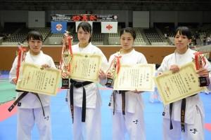 全日本女子入賞者。左から準優勝/砂川貴蘭、優勝/永吉美優、3位/小田幸奈、4位/島田慧巳