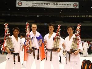 左から軽量級優勝/与座優貴、軽重量級優勝/アンドレイ・ルジン、重量級優勝/鎌田翔平、中量級優勝/大澤佳心