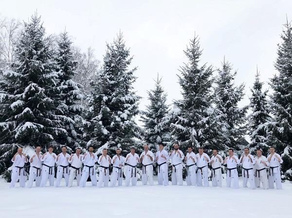 2018年12月ロシア支部冬合宿でアルトゥール師範と上田幹雄が指導