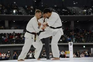 軽重量級決勝/大澤佳心(右)vsアンドレイ・チルコフ