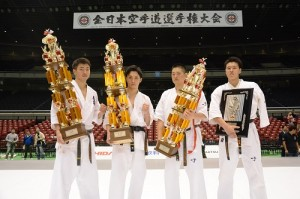 左から準優勝/鎌田翔平、優勝/髙橋佑汰、3位/荒田昇毅、4位/上田幹雄